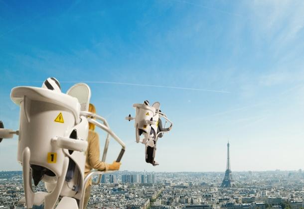 Puedes sobrevolar la Torre Eiffel y los techos de París