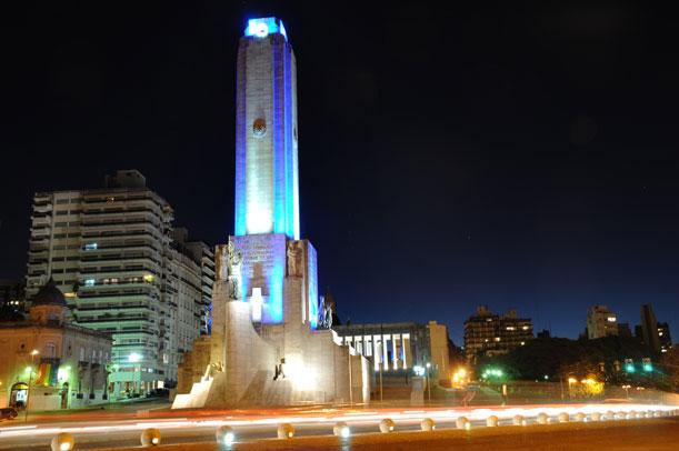 La ciudad festeja la creación de la bandera con una fiesta en el río, la costa y el cielo