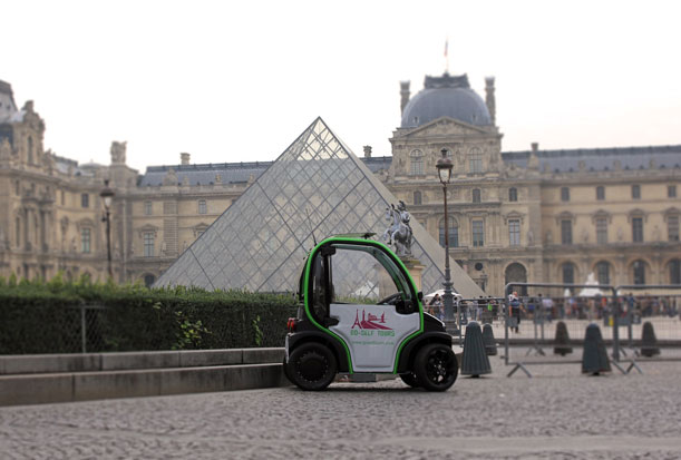 Una visita por la capital francesa en autitos ecológicos