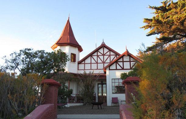Un hotel en la estepa patagónica, a orillas del Golfo Nuevo