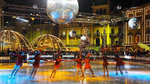 La plaza de Locarno se transformó en una pista de patinaje