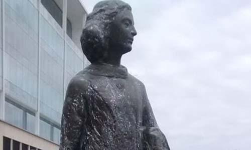 Anna Frank tiene su estatua en Puerto Madero