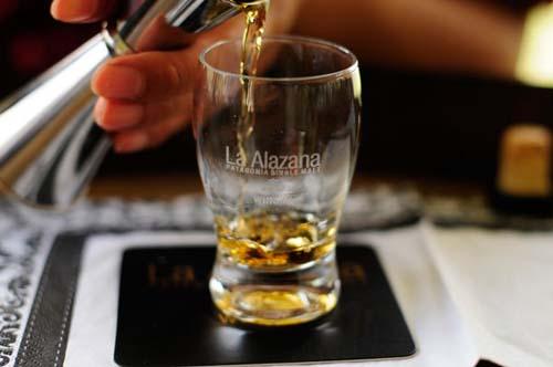 Un whisky argentino elaborado en la Comarca Andina del Paralelo 42