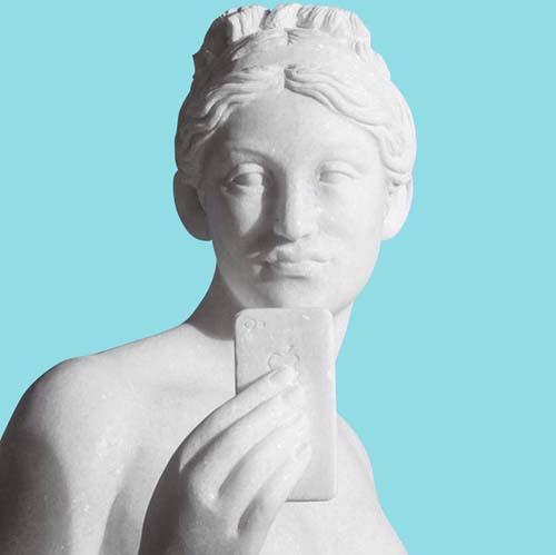 El único museo que no prohíbe los palos de selfie