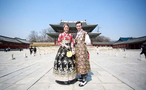 Visitá un palacio coreano en traje típico