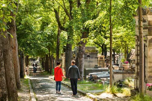 Polémica en Paris por una celebración en cementerios