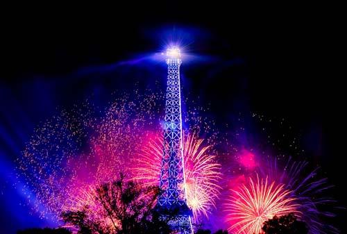 Una guerra de estrellas en la Torre Eiffel