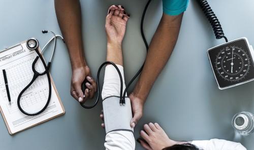 ¿Cuánto cuesta enfermarse en el exterior?