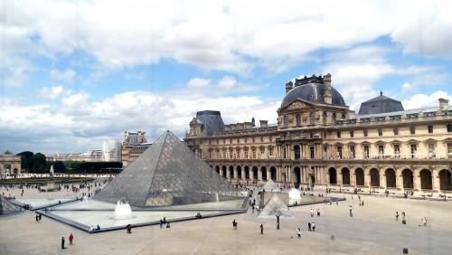 Ahora el Louvre se visita también de noche