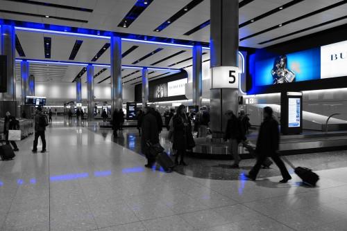 Por qué hay que pagar para viajar con valijas...