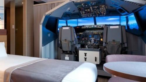 Un cockpit de avión en la habitación