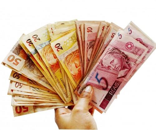 Tarjeta, dólar, peso o real: ¿qué conviene para viajar a Brasil?
