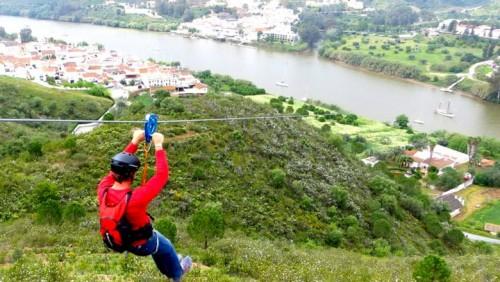 Entre España y Portugal: una tirolesa para cambiar de país