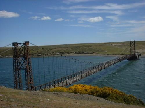 Bodie Creek: un puente colgante en las Malvinas