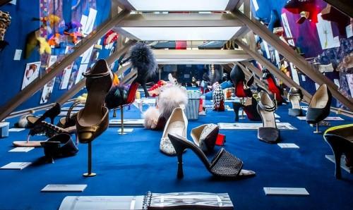 Los zapatos de Louboutin se exhiben en París