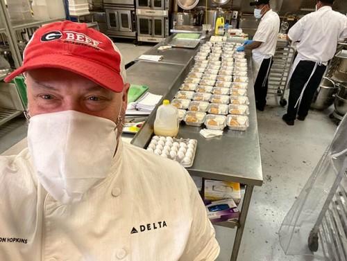 Delta Airlines dona toneladas de comida