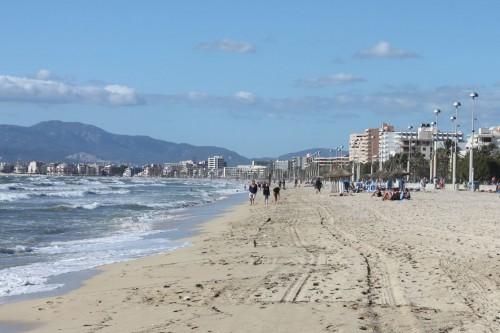 Vamos a la playa... guardando distancia, en España