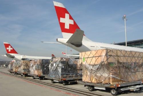 Las compañías aéreas sacan asientos y agregan cargas en sus aviones