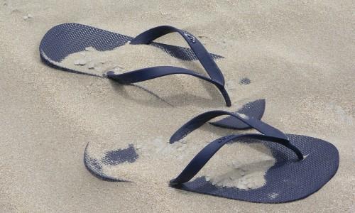 Ojotas biodegradables para reducir la contaminación de los oceános