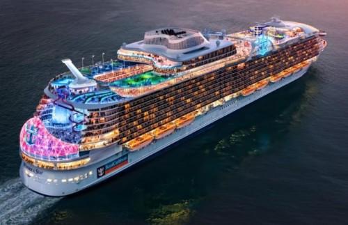 Pusieron a flote el mayor crucero del mundo