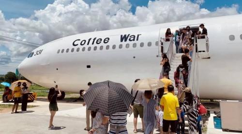 Transforman un avión en café para los nostálgicos de los vuelos