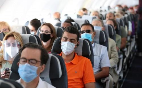 ¿Qué tapaboca debes usar en un avión?