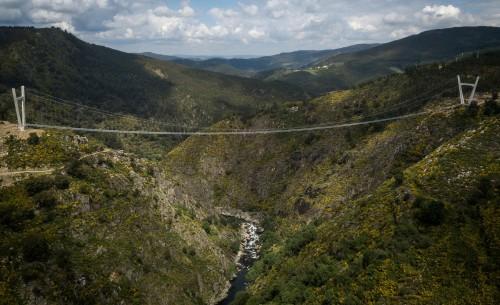 Inauguraron el puente colgante pedestre más largo del mundo