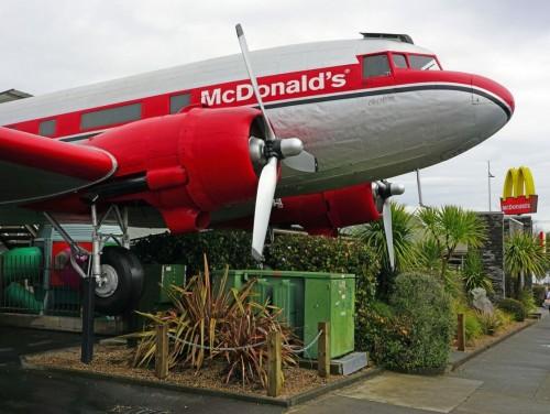 Un McDonald's dentro de un avión