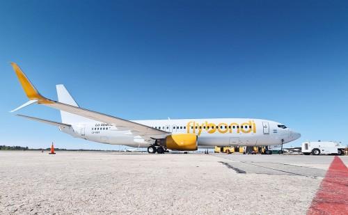 Flybondi sigue invirtiendo y suma un cuarto avión a su flota