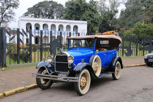 Un city-tour a bordo de un Ford A de los años 1920