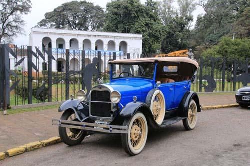 Un city-tour a bordo de un Ford A de los años 1920