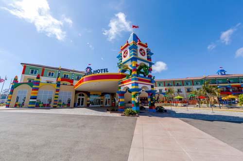 El 15 de mayo 2015 abre el hotel del parque Legoland Florida