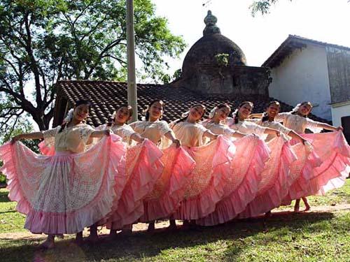 Shows folklóricos en principales restaurantes paraguayos