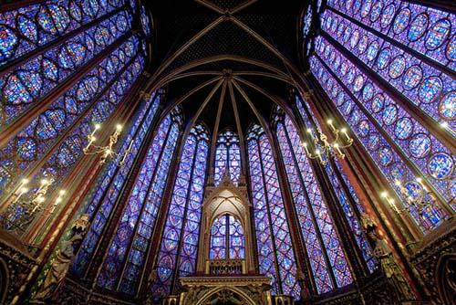 Fueron restaurados los vitrales de la iglesia gótica del centro de París