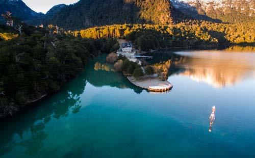 Reabre el histórico hotel a orillas del lago Nahuel Huapi