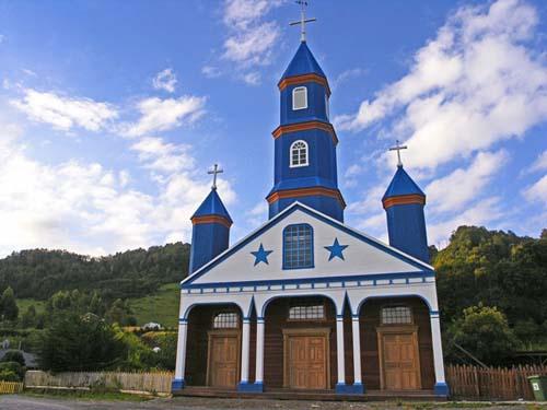 Un circuito por las iglesias histórica de la isla chilena