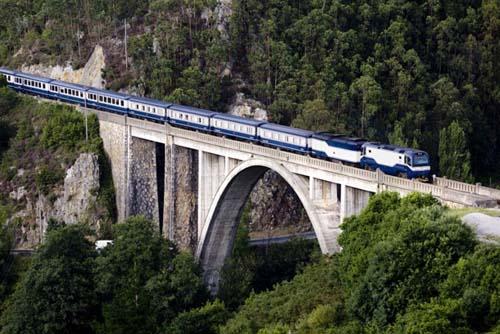 Un recorrido por la España Verde a bordo de un tren histórico